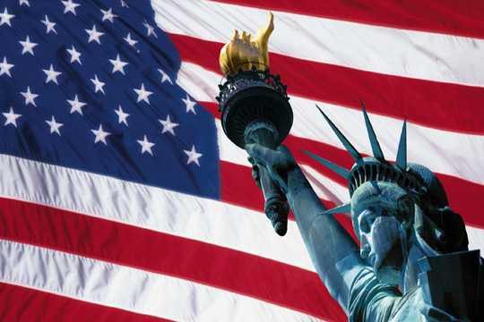http://justmytruth.files.wordpress.com/2008/04/american-flag.jpg